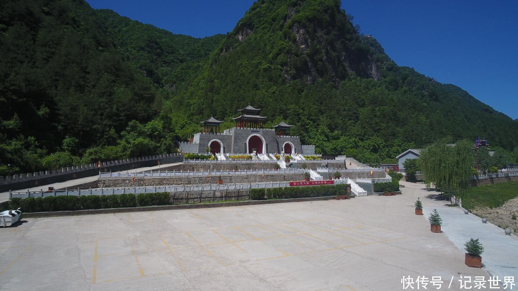 老君山旅游风景区地处华山之南的陕西省洛南县巡检镇境内,景区开发