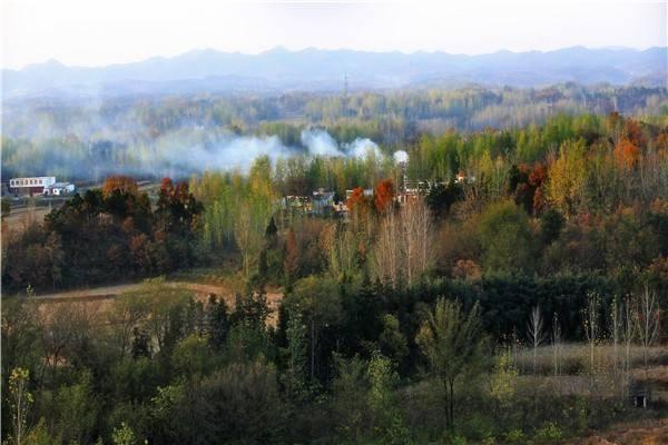 西九华山旅游风景区位于河南省固始县陈淋子镇境内,北依淮河,南靠大
