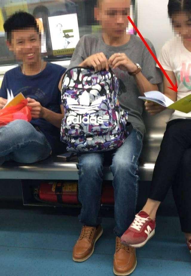 小侄女被操得淫荡的不托唤鸡巴好_我们在地铁上放了很多本小黄书和避孕套,结果