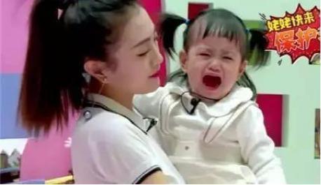 包贝尔综艺取代甜馨成女儿一姐,强大表情来海边沙滩表情图图片