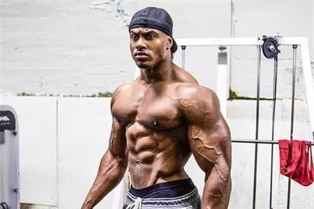 同是健身达人,乌利塞斯与肌肉熊猫的另一半身材出色