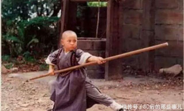 """17岁的李连杰用功夫和演技造就了""""万人空巷看少林""""的传奇!图片"""