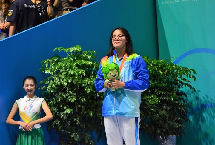 美女仰泳美女50米运动酒吧刘湘险胜傅园慧大型女子学生图片