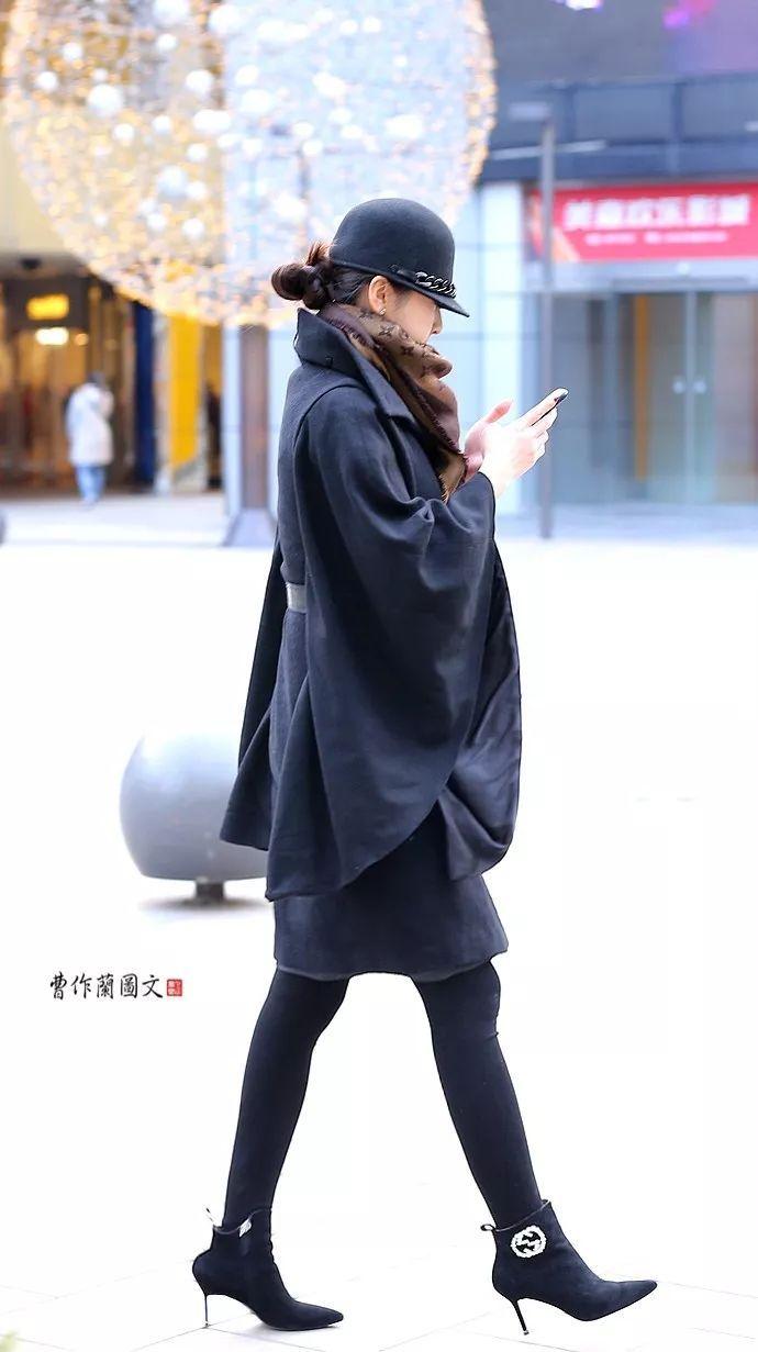 街拍:鞋跟细得像筷子一样的高跟短靴美女图片