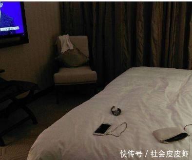 女大学生喝醉酒被两名男子带入宾馆,清洁阿姨门外偷听