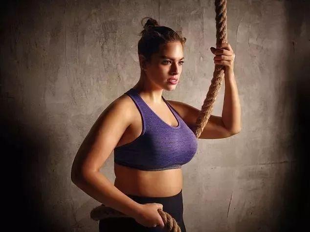 都说胖女孩也有春天,但她的胖可不是让春天来的关键