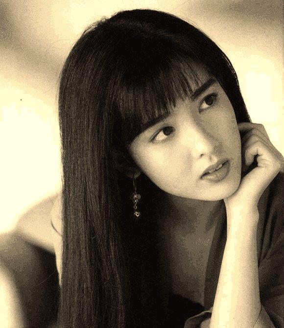 王祖賢,周慧敏,關之琳年輕時候的照片,都沒有最后一個圖片
