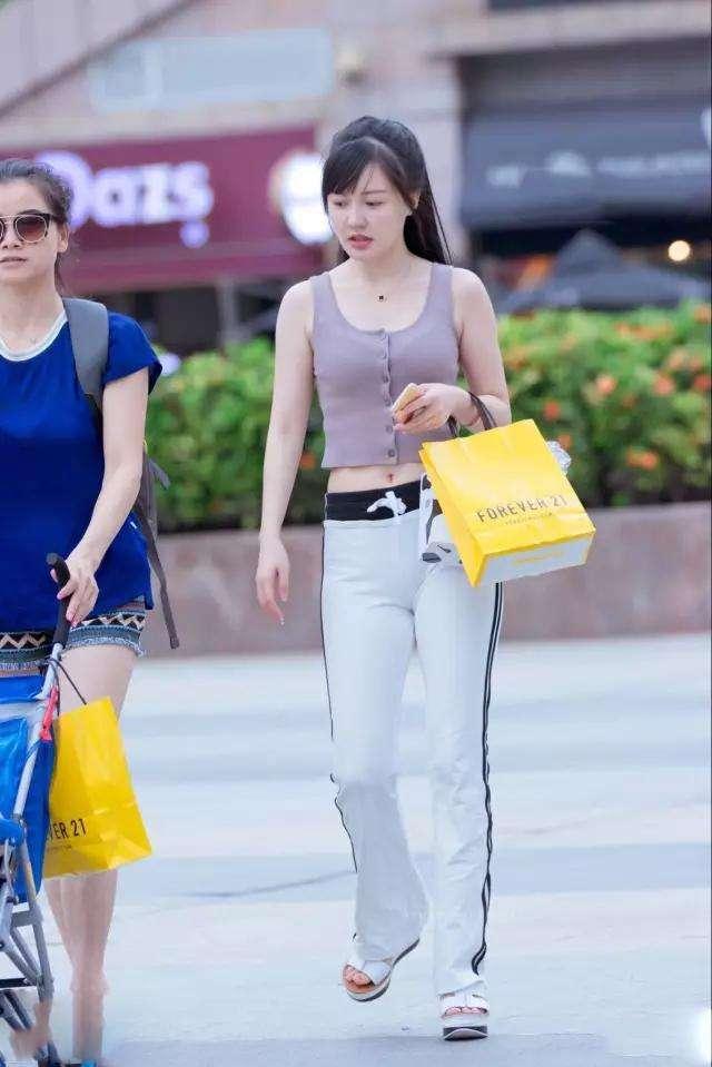 丝街拍:白色辣妈,性感塑形裤性感,搭配简约舞肚皮视频下载香港紧身图片