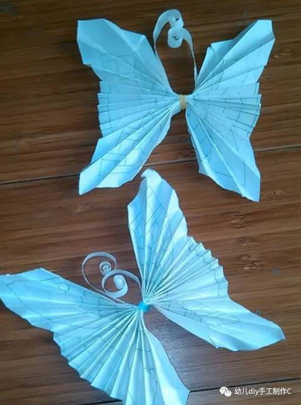 蝴蝶手工折纸大全图解 制作需要准备的材料和工具:a4纸,彩色杂志.