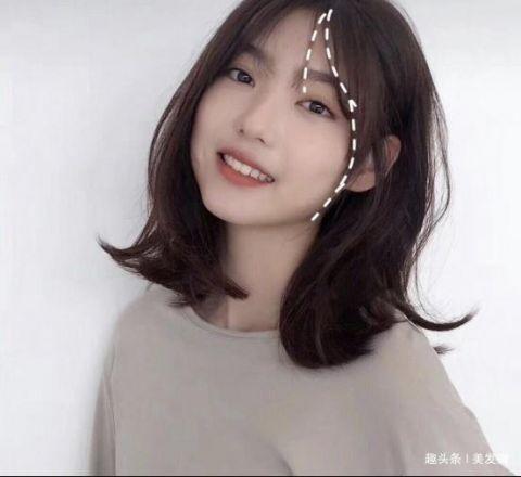 这款发型是辛芷蕾发型的进阶版,整体给人是比较甜美温柔有女人味的图片