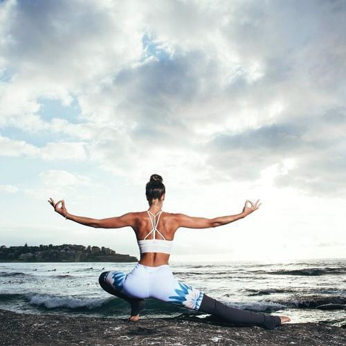 解锁瘦腰瑜伽体式,摆脱水桶腰,让你蜕变成性感小腰精