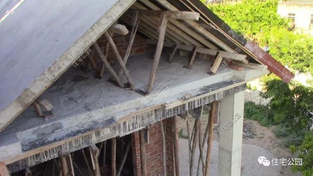 海南一农村盖别墅被别墅逼停,几年后一层平房制热台风图片