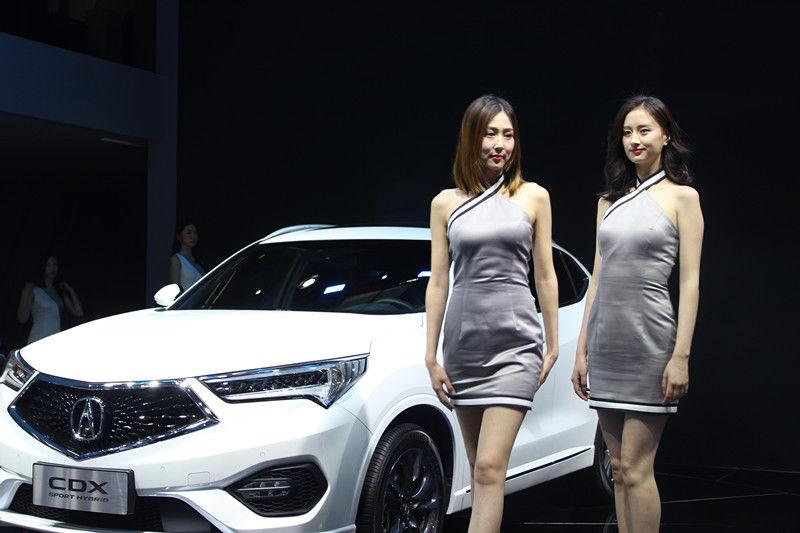 2018北京车展,你是选气质模特的大长腿,还是妙容较好的高颜值?
