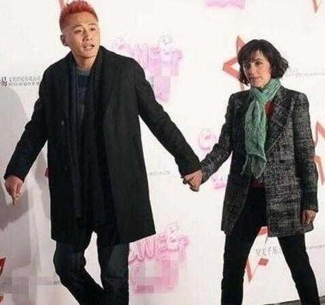 刘烨的法籍老婆安娜_刘烨与法国妻子安娜最新照片曝光,外国女人衰老速度太