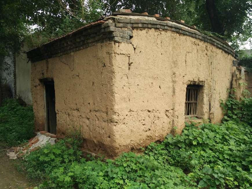 农村之中仅存的老土房子,如今摇摇欲坠,你敢进吗-北京图片