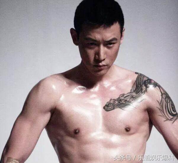 明星的纹身:陆毅纹过肩龙,古天乐纹小老虎,而他的纹身