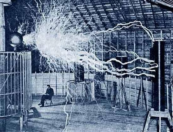 6 m的高压输电成果,与制成著名的特斯拉线圈和在交流电系统的贡献,在