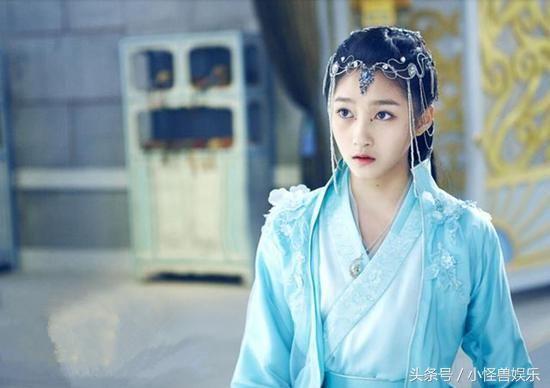 女星换上青衣古装,赵丽颖最美,关晓彤垮了,她比刘亦菲