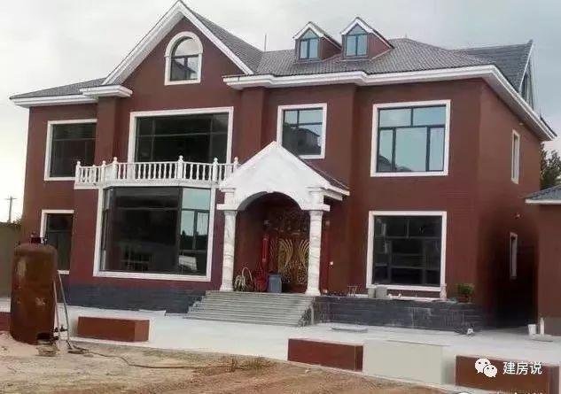 户型7:别墅造型不错,就是外墙颜色搭配得过于深沉了,换个暖色调应该