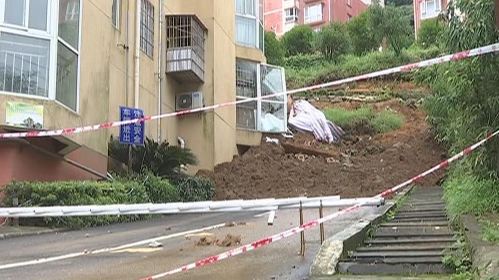 江西南昌:小区内发生山体滑坡 140人被及时转移安置