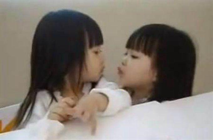 """台湾最美双胞胎""""零走形""""! 萌萌哒小可爱化身16岁女神长相超正"""