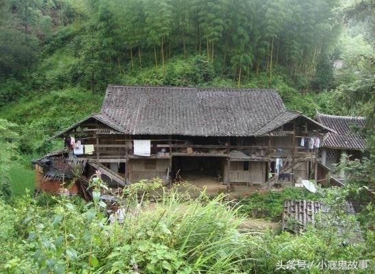 我们湘西农村以前的房子可不是现在这样,钢筋水泥盖的好几层小楼,有