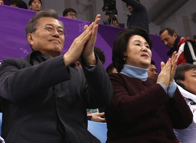 韩国第一夫人冬奥表情赛场丰富,犹如精彩表情表情包心脏病发的气图得图片