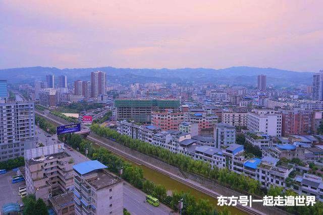南坝镇,位于四川省达州市宣汉县境内,地处四川盆地东北部,大巴山南麓