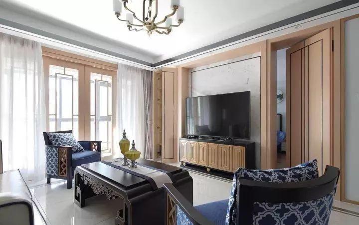 乌鲁木齐145新中式风格装修,客厅隐形门设计令人眼前一亮!