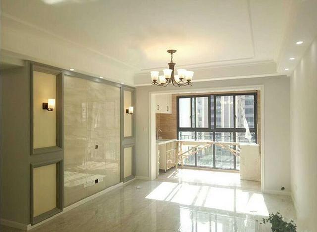 客餐厅全景图,地板的仿大理石瓷砖非常的闪亮,视觉效果很好.