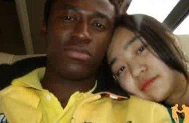 黑人大战中国女孩视频_这些嫁给非洲黑人的中国女孩,自称从未后悔婚后很幸福