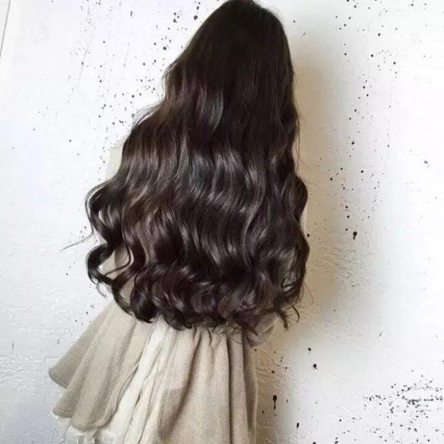 但这次 关注的重点却不是妆容,而是她的发型——海藻头.图片