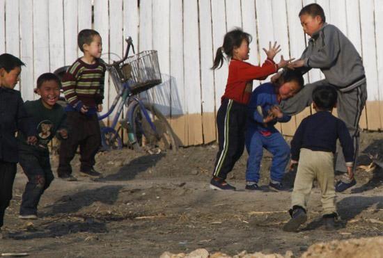 图为上海新义州的儿童,打架很a儿童,直接用脚踹!桂林朝鲜自驾游攻略2015图片