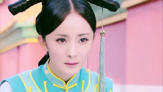 早前她在《青云志》中饰演碧瑶,灵动活泼,率真可爱,看起来萌萌哒呢.