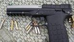 标准弹容量30发,美国这把手枪持续火力惊人,媲美冲锋枪
