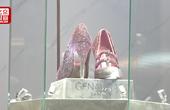 """""""亮瞎眼""""的粉钻高跟鞋首秀 观众:3000万的买不起,3万的可以买"""