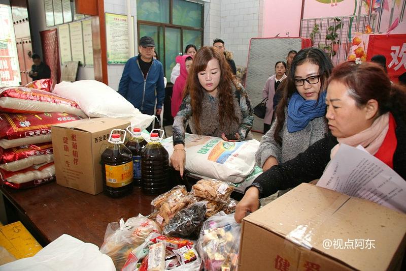 西安唐都花园社区与零贰玖公益携手爱心企业给智障儿童送温暖