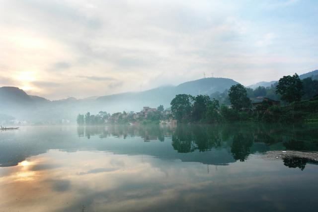 描写水的经典古诗词精选,水柔诗词美,水无声诗