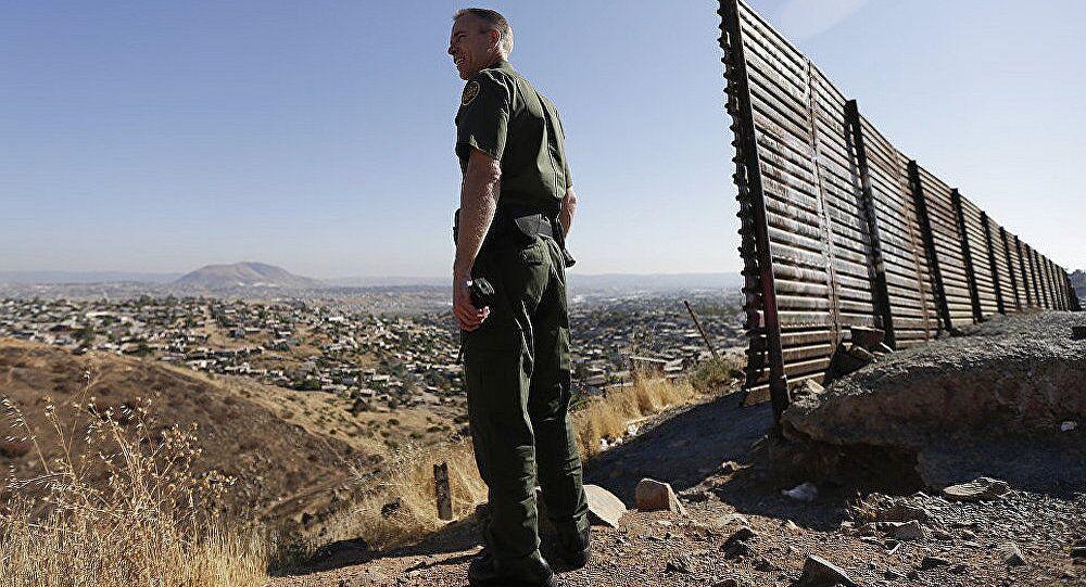 墨官员:约800名中美洲移民在试图前往美国时被捕