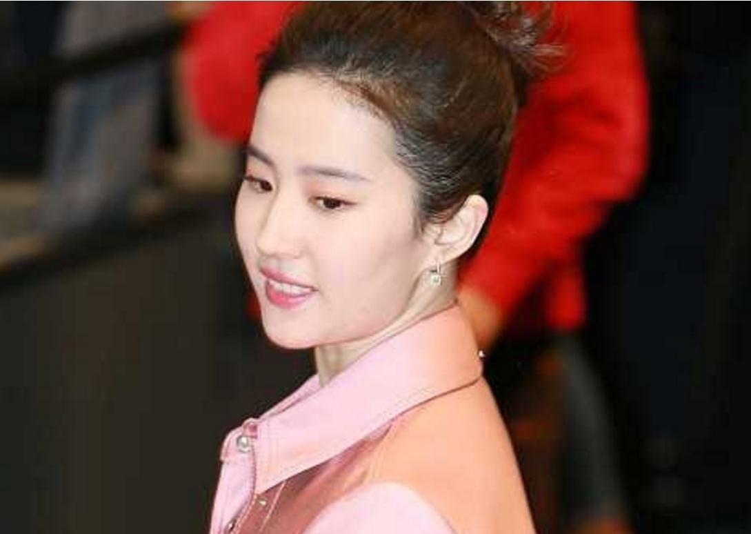 刘亦菲参加活动,体重飙升十几斤胖成第二个李