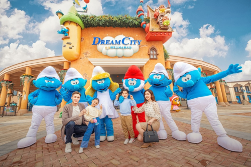 """Dream Smurf""蓝精灵首次中国公益巡展揭开上海蓝精灵乐园1周年庆序幕"