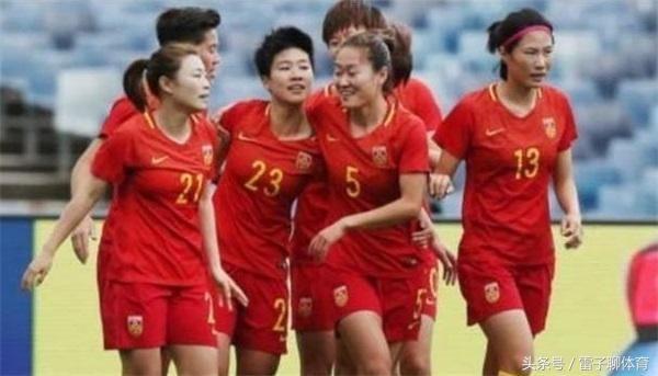 女足队员脱衣庆祝身材显现打脸国足!球迷:难怪