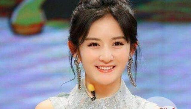 谢娜生下双胞胎,赵丽颖张艺兴都送祝福,十年闺蜜的她却视而不见