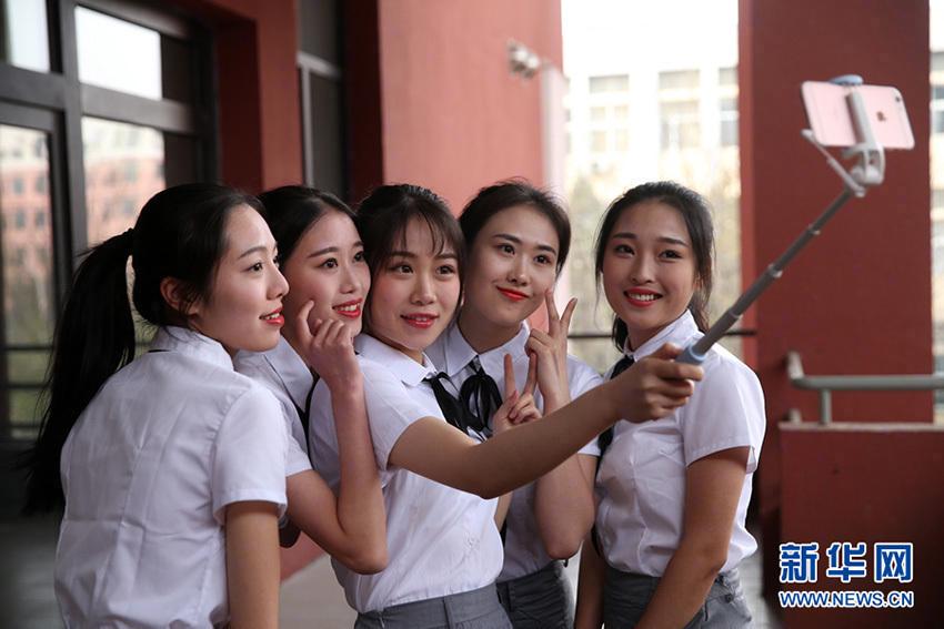 """美!天津""""准空姐""""拍摄最美毕业照! - 周公乐 - xinhua8848 的博客"""