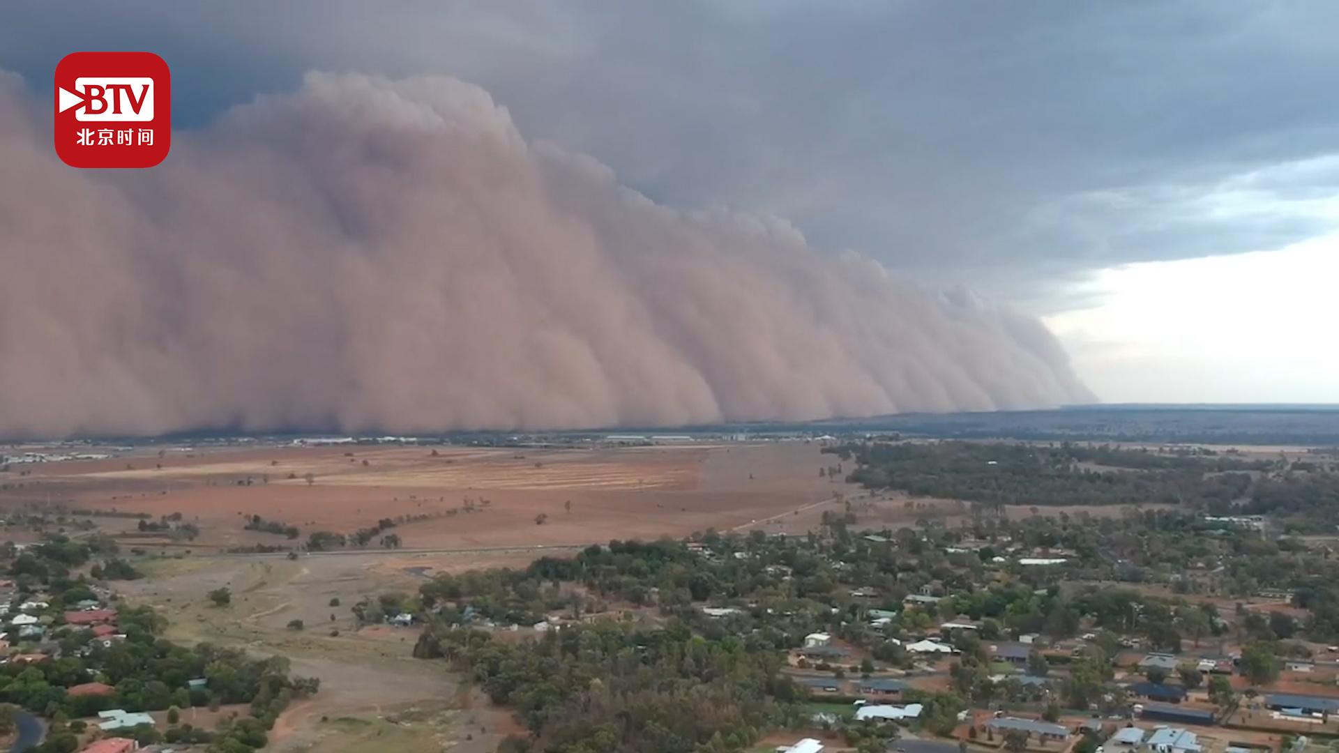 澳大利亚多地遭遇沙尘暴 遮天蔽日酷似大片