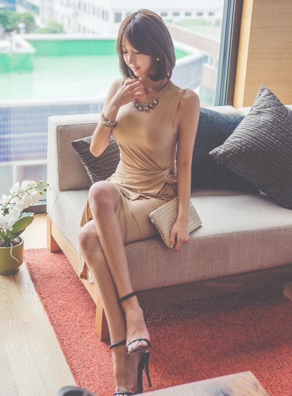 得体的裸色裙,凸显性感身姿,秒变女神范 时尚潮流 第2张