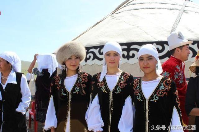 李白出生在中亚,不能说明他是外国人,但能说明