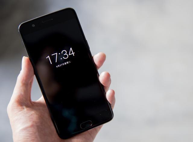 LCD和OLED 屏幕哪个好?买手机的时候怎么选