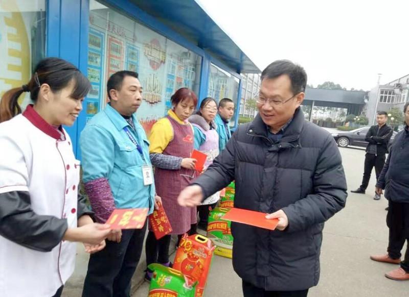 四川南充:总工会领导情系高坪困难职