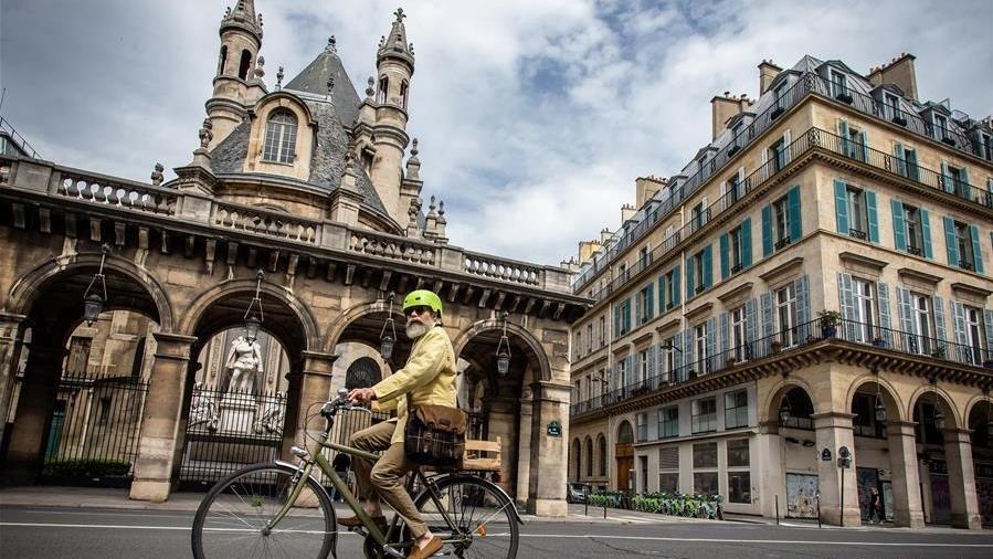 巴黎:解封后部分街道将仅限自行车上路